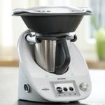 Vorwerk Thermomix TM 5 Küchenmaschine mit Kochfunktion und Waage